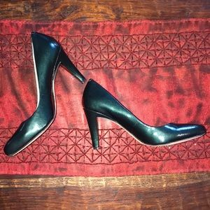 Beautiful Forest Green Patent Leather Pumps